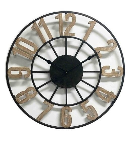 Klok metaal met houten cijfers